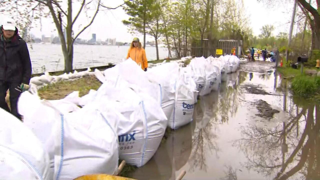 Thousands of sandbags added to Toronto Islands