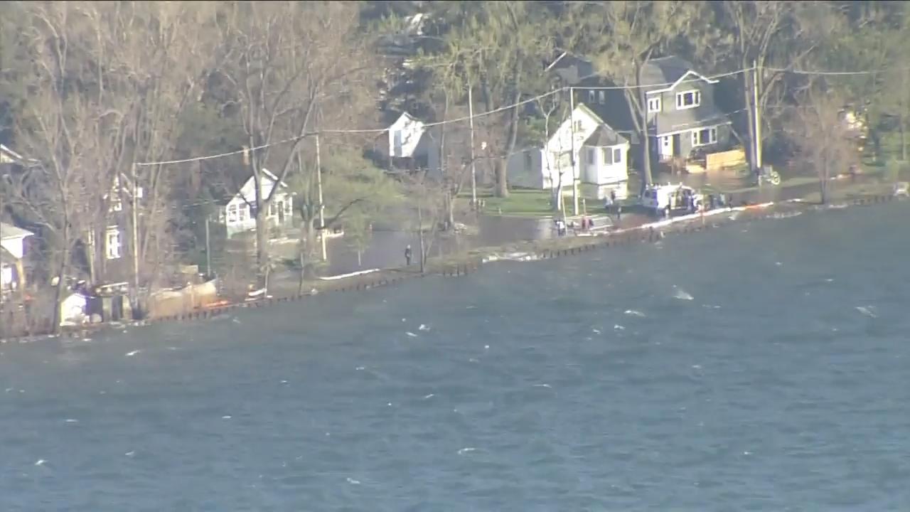 Homes on Toronto Islands starting to flood