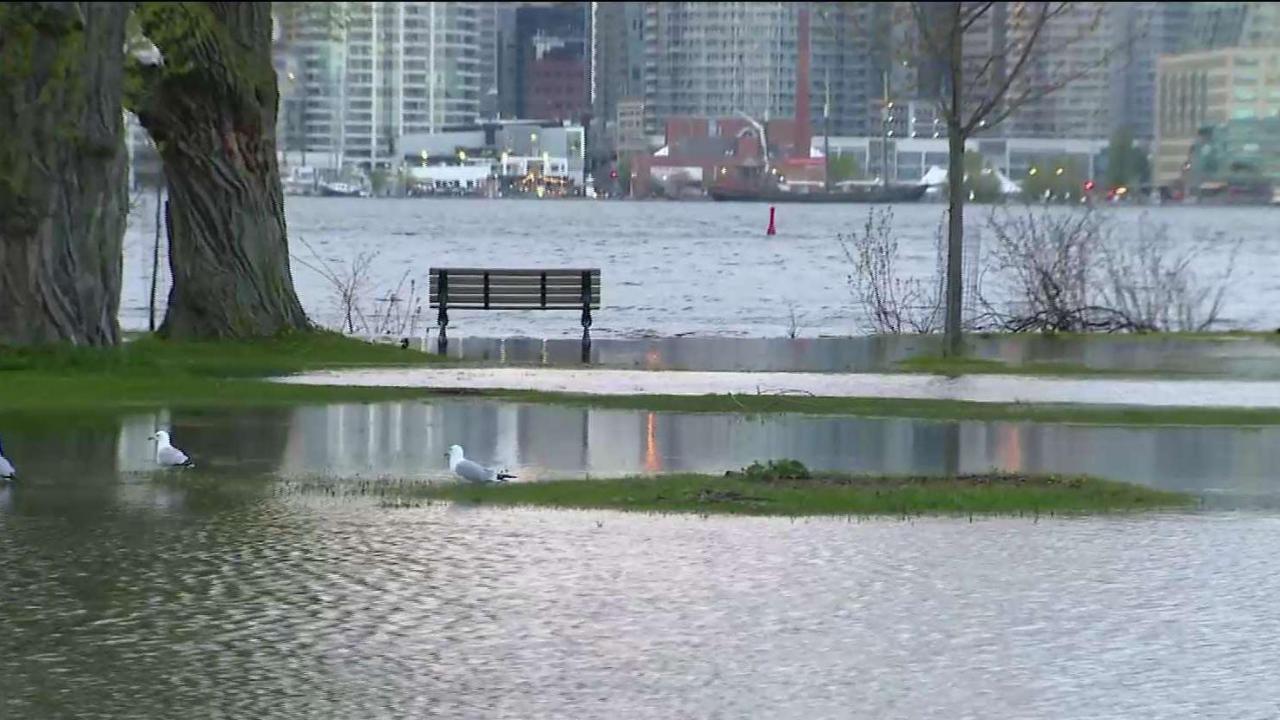 Parts of Toronto Islands flooding