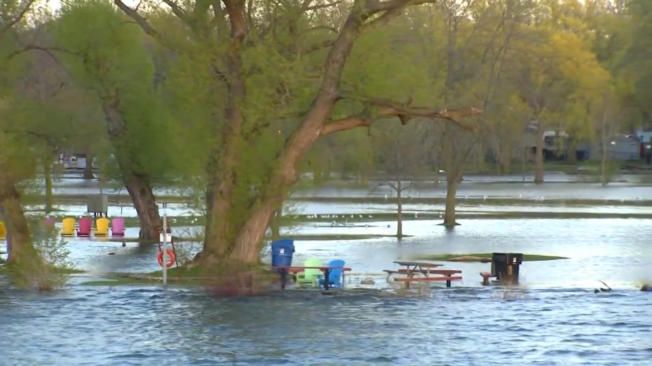 Officials, resident describe frantic efforts to prevent flooding on Toronto Islands