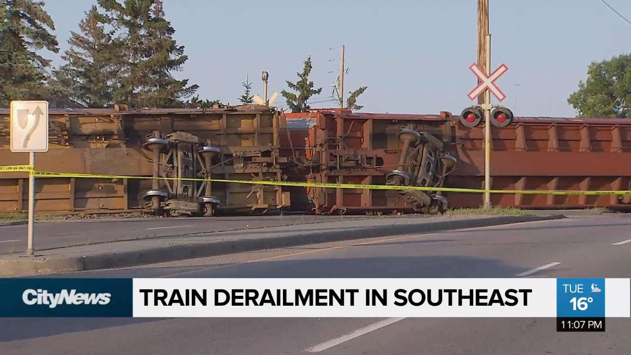 Train derailment ties up traffic