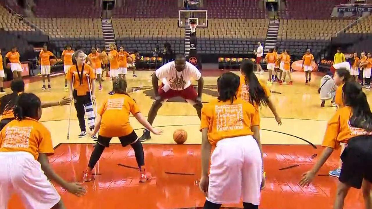 50 girls train like a Raptor