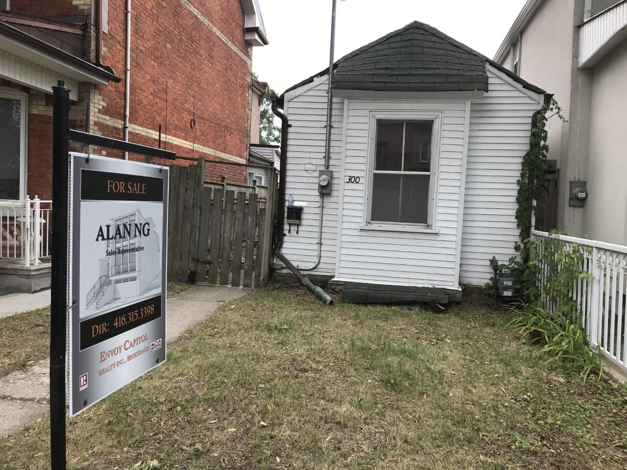 Business Report: 'Tiny' Toronto home hits market for $1M - CityNews Toronto